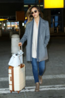 Jessica Alba - New York - 10-03-2015 - In carrozza! Anche il viaggio ha il suo dress code