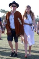 Gigi Hadid, Cody Simpson - Los Angeles - 13-04-2015 - Coachella 2015, macchina del tempo fashion in stile hippie