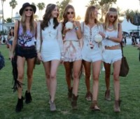 Alessandra Ambrosio - Los Angeles - 13-04-2015 - Coachella 2015, macchina del tempo fashion in stile hippie
