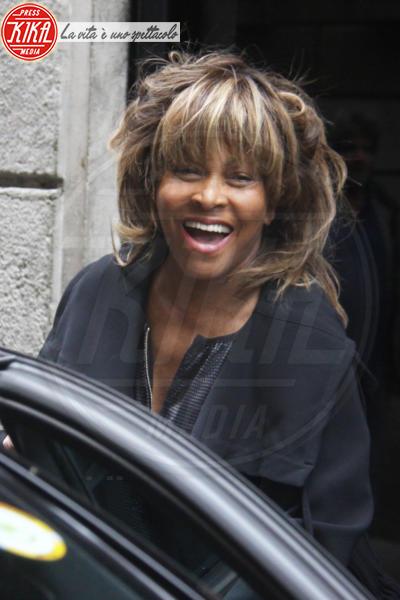 Tina Turner - Milano - 28-04-2015 - Tina Turner: shopping da Armani con il marito