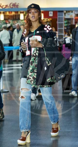 Rihanna - New York - 01-05-2015 - Ecco le celebrity che fanno uno strappo alla regola… dei jeans