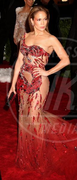 Jennifer Lopez - New York - 04-05-2015 - Met Gala 2015: Vade retro abito! Le star scelgono il nude look