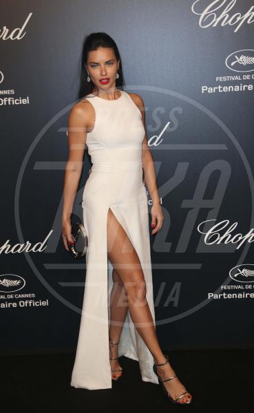 Adriana Lima - Cannes - 18-05-2015 - In primavera ed estate, le celebrity vanno in bianco!