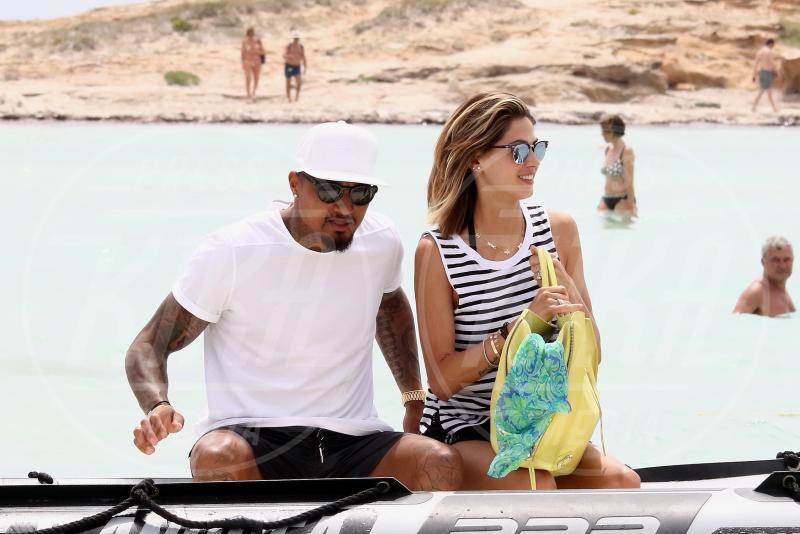 Kevin-Prince Boateng, Melissa Satta - Formentera - 11-06-2015 - Melissa Satta fa arrabbiare le damigelle di nozze!