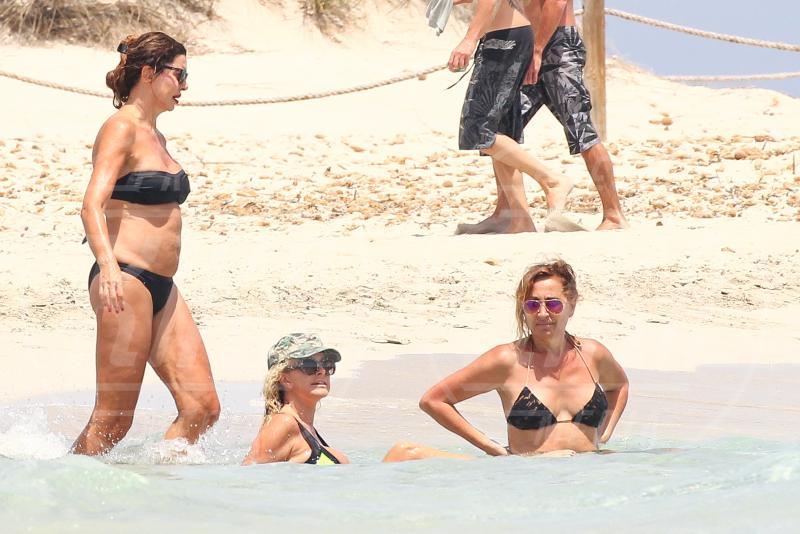 Paola Ferrari - Formentera - 07-07-2015 - Alba Parietti va in vacanza anche dal bon ton