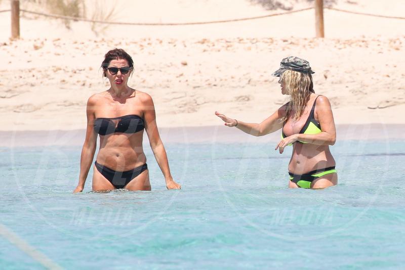 Paola Ferrari, Alba Parietti - Formentera - 07-07-2015 - Alba Parietti va in vacanza anche dal bon ton