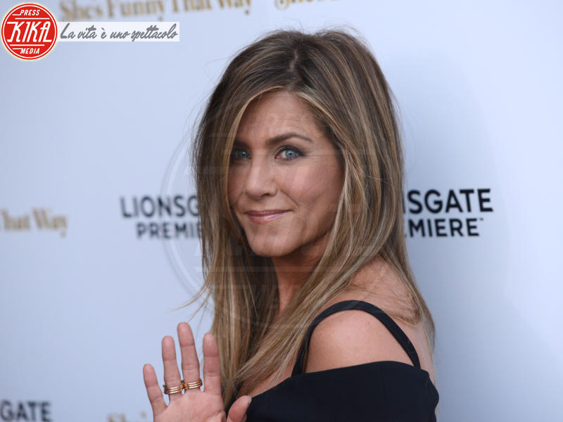 Jennifer Aniston - Los Angeles - 19-08-2015 - Jennifer Aniston, mamma adottiva per i bimbi di Tijuana
