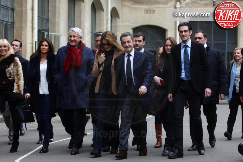 Carla Bruni-Sarkozy, Nicolas Sarkozy - Parigi - 13-12-2015 - Sarkozy al voto con Carla Bruni: