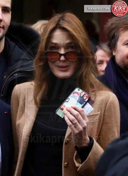 Carla Bruni-Sarkozy - Parigi - 13-12-2015 - Sarkozy al voto con Carla Bruni: