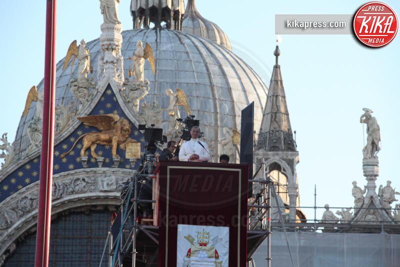The Young Pope, Jude Law - Venezia - 12-01-2016 - The Young Pope, ciak si gira... a Venezia: le foto