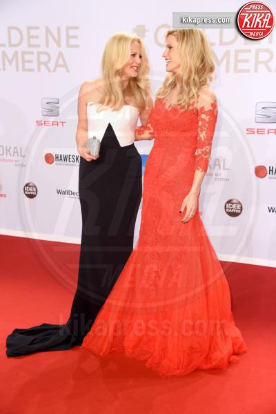 Barbara Schoeneberger, Michelle Hunziker - Amburgo - 06-02-2016 - Michelle-Aurora, che coppia ai Goldene Kamera Awards!