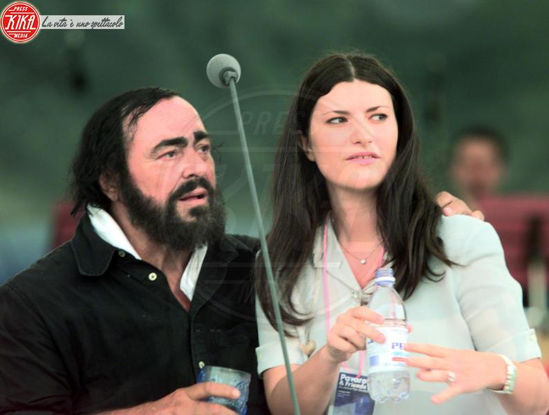 Luciano Pavarotti, Laura Pausini - 17-12-2003 - Sanremo 2016: Il ritorno di Laura Pausini. Che cambiamento!