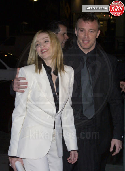 Guy Ritchie, Madonna - Los Angeles - 18-01-2001 - Jovanotti cambia look nel nuovo video. E prima di lui?