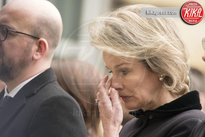Regina Mathilde del Belgio, Minuto di silenzio, Filippo del Belgio - Bruxelles - 24-03-2016 - Commozione delle celebrità, o lacrime di coccodrillo?