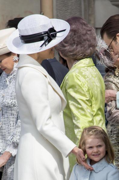Principessa Estelle di Svezia, Principessa Vittoria di Svezia - Stoccolma - 30-04-2016 - Principessa Estelle, che barba queste feste reali!