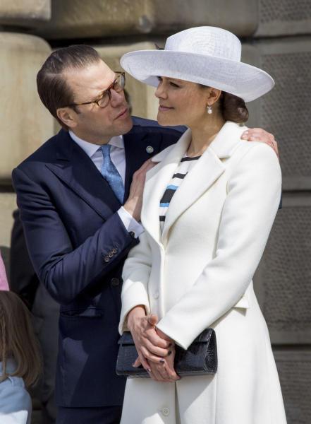 Principessa Vittoria di Svezia, Principe Daniel di Svezia - Stoccolma - 30-04-2016 - Principessa Estelle, che barba queste feste reali!