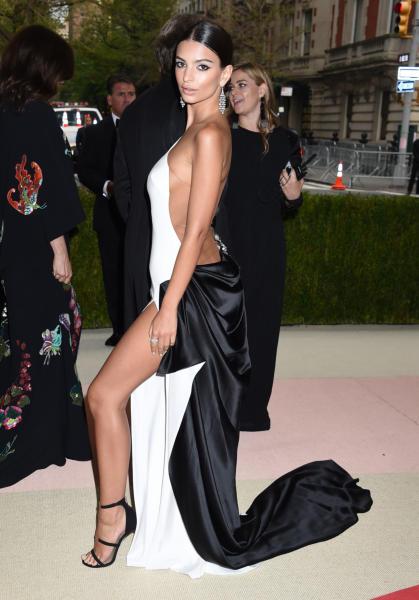 Emily Ratajkowski - New York - 02-05-2016 - Taylor Swift argento vivo ai MET Gala 2016