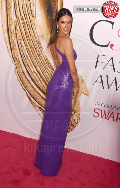 Alessandra Ambrosio - New York - 06-06-2016 - CFDA Fashion Awards 2016: un tripudio di nero e argento!