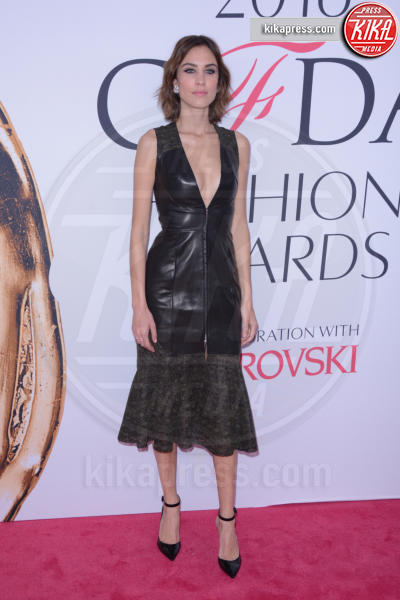 Alexa Chung - New York - 07-06-2016 - CFDA Fashion Awards 2016: un tripudio di nero e argento!
