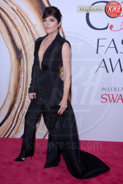 Selma Blair - New York - 07-06-2016 - CFDA Fashion Awards 2016: un tripudio di nero e argento!
