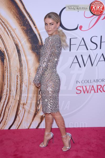 Julianne Hough - New York - 07-06-2016 - CFDA Fashion Awards 2016: un tripudio di nero e argento!