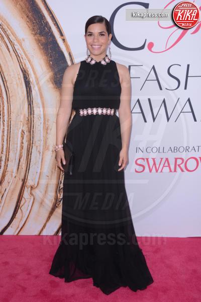 America Ferrera - New York - 07-06-2016 - CFDA Fashion Awards 2016: un tripudio di nero e argento!