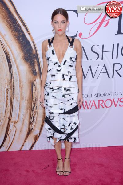 Riley Keough - New York - 07-06-2016 - CFDA Fashion Awards 2016: un tripudio di nero e argento!