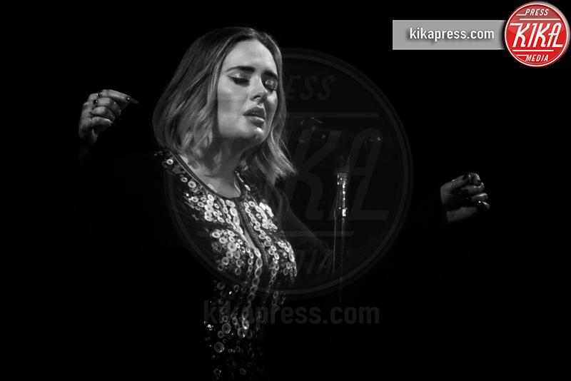Adele - Glastonbury - 25-06-2016 - La coda di paglia di Adele: ti lascio e ti compro una villa