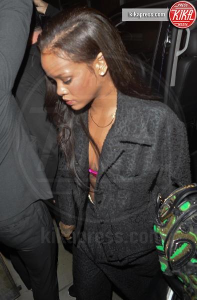 Rihanna - Londra - 01-07-2016 - Rihanna-Drake: il bacio sul palco, poi in hotel insieme