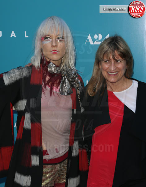 Kate Crash, Catherine Hardwicke - Hollywood - 08-07-2016 - Kristen Stewart sceglie il nude look per la premiere di Equals