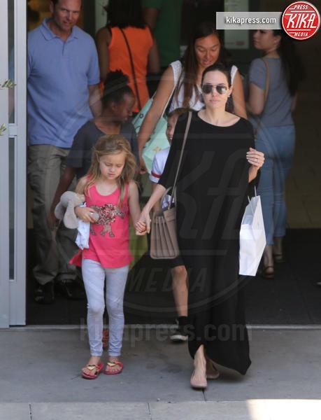 Vivienne Jolie Pitt, Knox Leon Jolie Pitt, Zahara Jolie Pitt, Angelina Jolie - Los Angeles - 31-07-2016 - Brangelina nel caos: