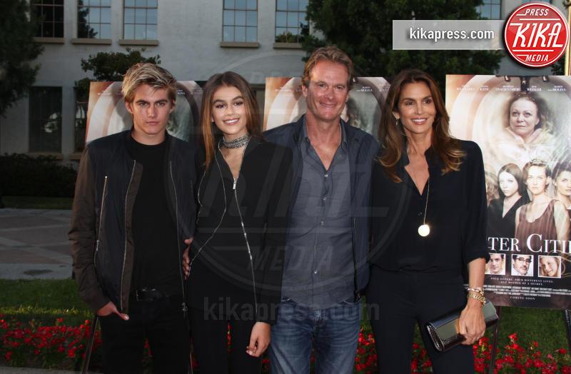 Presley Gerber, Kaia Gerber, Rande Gerber, Cindy Crawford - Los Angeles - 31-08-2016 - George Clooney e il regalo da 14 milioni di dollari
