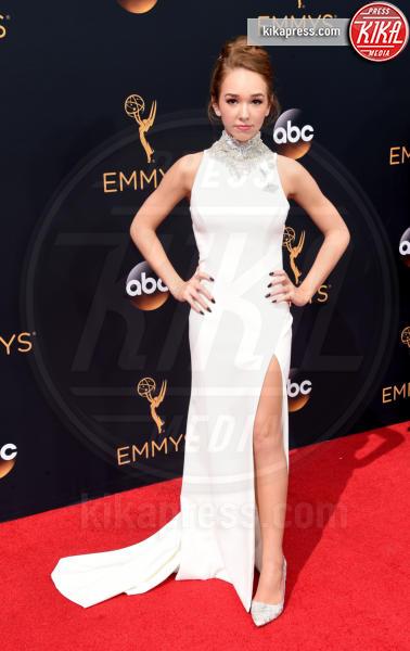 Holly Taylor - Los Angeles - 18-09-2016 - Emmy Awards 2016: sul red carpet sfila la bellezza