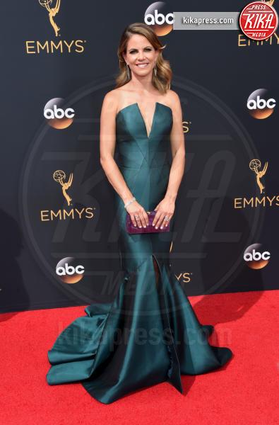 Natalie Morales - Los Angeles - 18-09-2016 - Emmy Awards 2016: sul red carpet sfila la bellezza