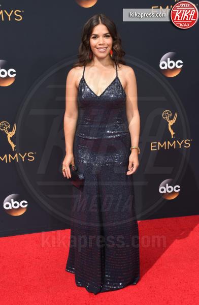 America Ferrera - Los Angeles - 18-09-2016 - Emmy Awards 2016: sul red carpet sfila la bellezza