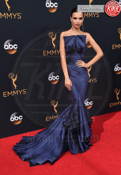 Emily Ratajkowski - Los Angeles - 18-09-2016 - Emmy Awards 2016: sul red carpet sfila la bellezza