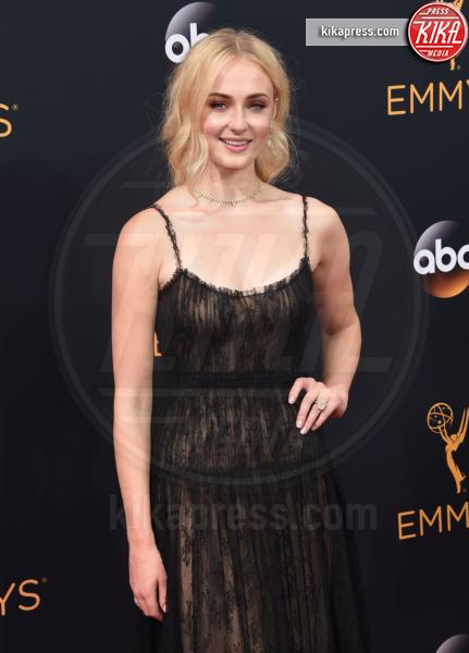 Sophie Turner - Los Angeles - 18-09-2016 - Emmy Awards 2016: sul red carpet sfila la bellezza