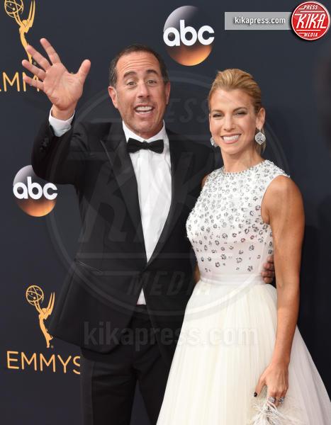Jessica Seinfeld, Jerry Seinfeld - Los Angeles - 18-09-2016 - Emmy Awards 2016: sul red carpet sfila la bellezza