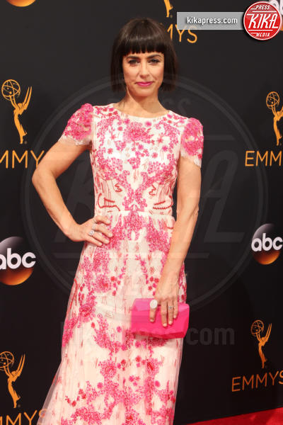 Constance Zimmer - Los Angeles - 18-09-2016 - Emmy Awards 2016: sul red carpet sfila la bellezza