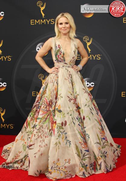 Kristen Bell - Los Angeles - 18-09-2016 - Emmy Awards 2016: sul red carpet sfila la bellezza