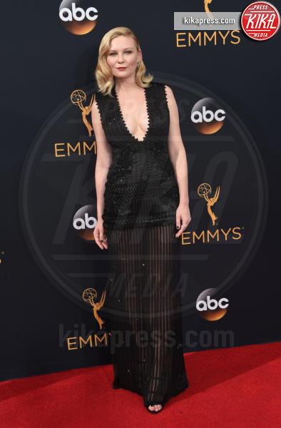 Kirsten Dunst - Los Angeles - 18-09-2016 - Emmy Awards 2016: sul red carpet sfila la bellezza