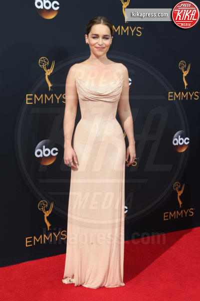 Emilia Clarke - Los Angeles - 18-09-2016 - Emmy Awards 2016: sul red carpet sfila la bellezza