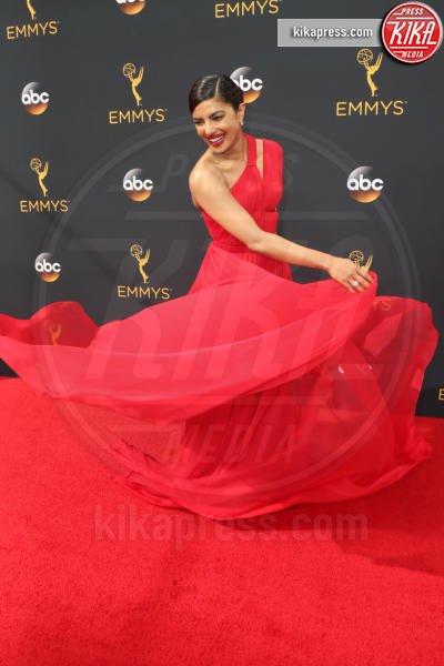 Priyanka Chopra - Los Angeles - 18-09-2016 - Emmy Awards 2016: sul red carpet sfila la bellezza