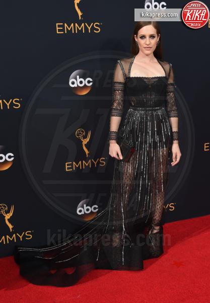 Carly Chaikin - Los Angeles - 18-09-2016 - Emmy Awards 2016: sul red carpet sfila la bellezza