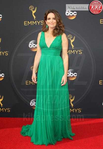 Tina Fey - Los Angeles - 18-09-2016 - Emmy Awards 2016: sul red carpet sfila la bellezza