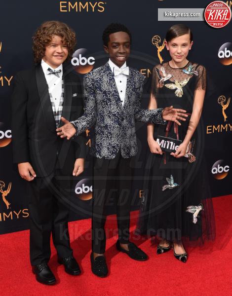 Caleb McLaughlin, Gaten Matarazzo, Millie Bobby Brown - Los Angeles - 18-09-2016 - Emmy Awards 2016: sul red carpet sfila la bellezza