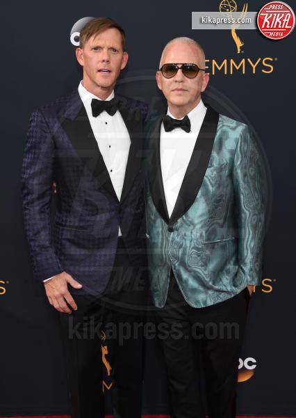 David Miller, Ryan Murphy - Los Angeles - 18-09-2016 - Emmy Awards 2016: sul red carpet sfila la bellezza
