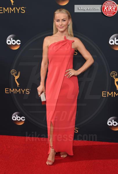 Julianne Hough - Los Angeles - 18-09-2016 - Emmy Awards 2016: sul red carpet sfila la bellezza