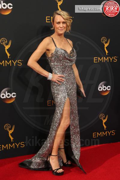 Robin Wright - Los Angeles - 18-09-2016 - Emmy Awards 2016: sul red carpet sfila la bellezza