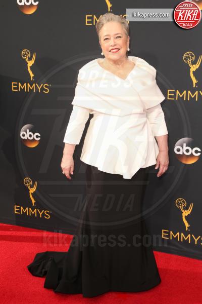 Kathy Bates - Los Angeles - 18-09-2016 - Emmy Awards 2016: sul red carpet sfila la bellezza